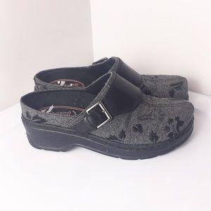 Klogs slip in slip resistant comfort shoe. 8.5
